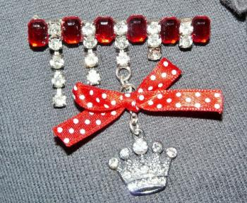 broche rubis strass